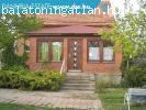 Balatonalmádiban felújított családi ház eladó!