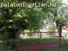 300 méterre a Balatontól építési telek eladó