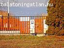 Balatontól 40 m-re eladó 2 db 706 m2-es építési telek
