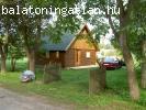 Boronafalas ház Balatonringnél