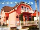 Keszthelyen a Balatontól 2000 m-re 7 szobás családi ház
