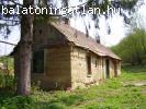 Padáron a Balatontól 25 km-re romos vályogház