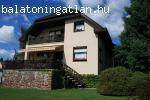 Eladó balatonparti családi ház