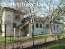 Egyedülálló Kúria parkkal ELADÓ a BALATONON
