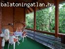 Hangulatos ház Balatonföldváron, a belső tó partján